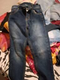 Vendo 3 calças infantil conservada