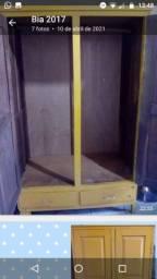 Guarda-roupa de madeira maciça 2 portas em ótimo estado r$ 250 celular *