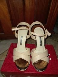 Vendo sapato via marti n:35 na cor nude com dourado