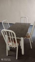 Mesa de pedra 4 cadeiras pesadas