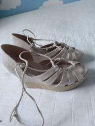 Vendo duas sandália 120,00 reais