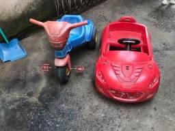 Carrinho e motoca de criança