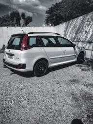 Peugeot 207 SW branca completa.