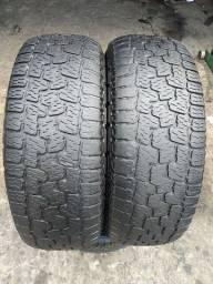 Par de pneus Pirelli 265/70/16 em ótimo estado
