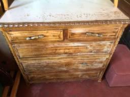 Cômoda de madeira, antiga