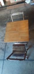 Mesa de madeira dobrável com 2 cadeiras