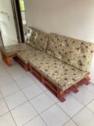 Sofá de palete com almofadas
