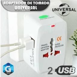 Adaptador de tomada universal com 2 Usb.