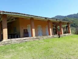Alugo chácara em Maranduba
