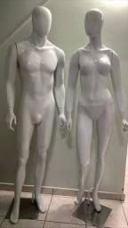 Vendo dois manequins de Fibra