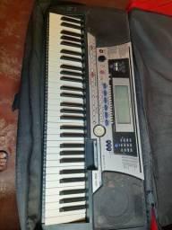 Vendo teclado PSR 550 YAMAHA funcionando perfeitamente