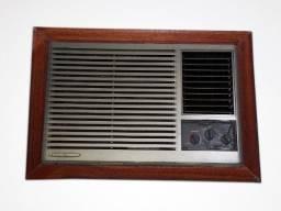 Ar-Condicionado de parede - 10.000 btu - 220 volts