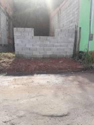 Vende-se um terreno em Itaquaquecetuba