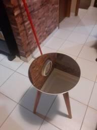 Mesinha lateral com tampo espelhado