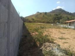 Terreno plano e cercado a 10 km da Tamoios
