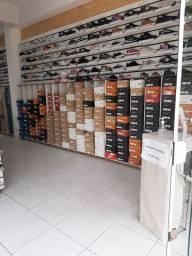 Loja de calçados ou estoque