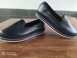 Vendo sapato confortável
