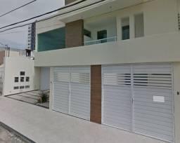 Casas mais prédio comercial -