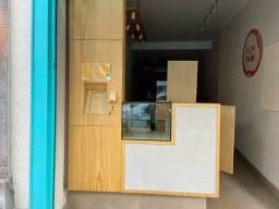 Vende móveis  para cafeteira com espaço para lixo máquina de gelo e frigobar