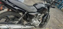 Aluga se uma Moto No bairro de São Caetano A Moto Está No Seguro