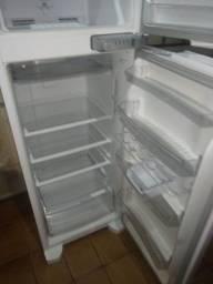 Vendo geladeira semi Nova
