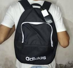 Bornal Adidas esportivo/escolar