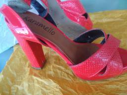 Sandália salto alto marca KARAMELLO, num. 33 #FAÇOENTREGA