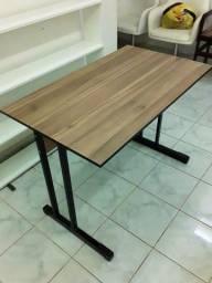 Mesa madeirada tipo escritório/escrivaninha preço especial  semana