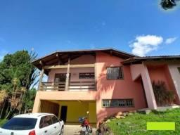 Casa com 3 pavimentos e 6 quartos no Petrópolis