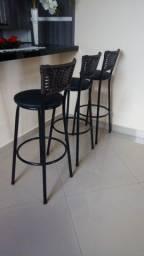 Kit 3 Banquetas Preta Cozinha Bancada Alta - Encosto Fibra Sintética Marrom Novas