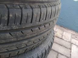 Vendo 3 pneus em bom estado.