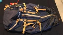 Vendo 2 mochilas Quechua Easyfit 50 litros masc. e fem. usada uma única vez!