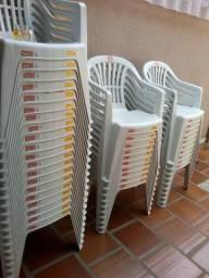 80 cadeiras sem uso