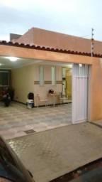 Casa recém reformada no Bairro Aeroporto próximo ao Condomínio Palmville