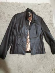 Jaqueta em couro legítimo. tamanho 42.cor marrom