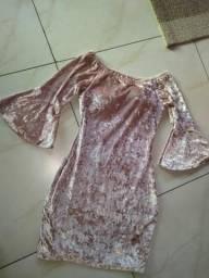 Vestido lindo de veludo