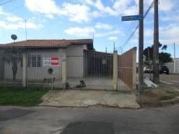 Casa com 03 dormitórios - Terreno de esquina - C120 - R$ 220.000,00