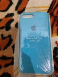 Case original de iPhone nas cores vermelha e azul