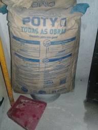 Vendo saca de cimento poty