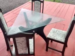 Mesa com 4 cadeiras!!!! 150 reais
