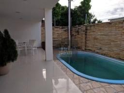 Casa - 300 m² - 4 Suítes - Piscina, Churrasqueira e Forno a lenha - 6 vagas
