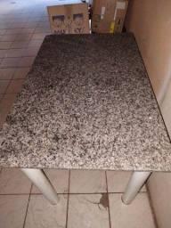 Mesa de granito sem cadeiras
