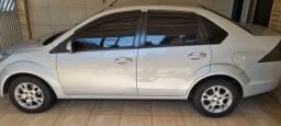 Fiesta sedan 1.6 estado de zero km. Versão mais completa.