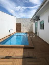 Belíssima casa com piscina aquecida, possui terreno de 394m², no Tibery - Uberlândia/MG