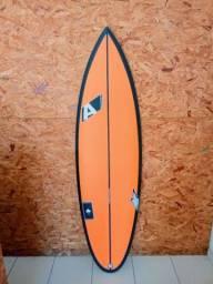 Pranchas de surf novas sob medida na promoção
