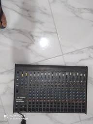 Mesa de som semi nova um mês de uso 16 canais