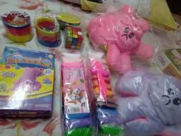 Vendo vários brinquedos anti estress, muito bom pra as criançada,