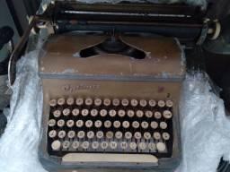 Máquina de escrever.. Antiga