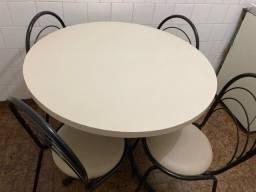 Mesa redonda + 4 cadeiras