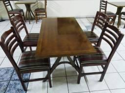 Mesa e 4 cadeiras Dellabruna